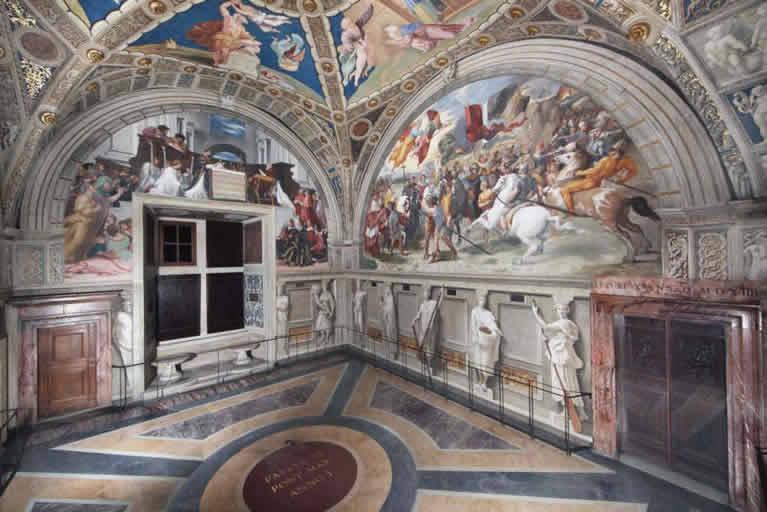 La Estancia de Heliodoro con frescos de Rafael en los Museos Vaticanos