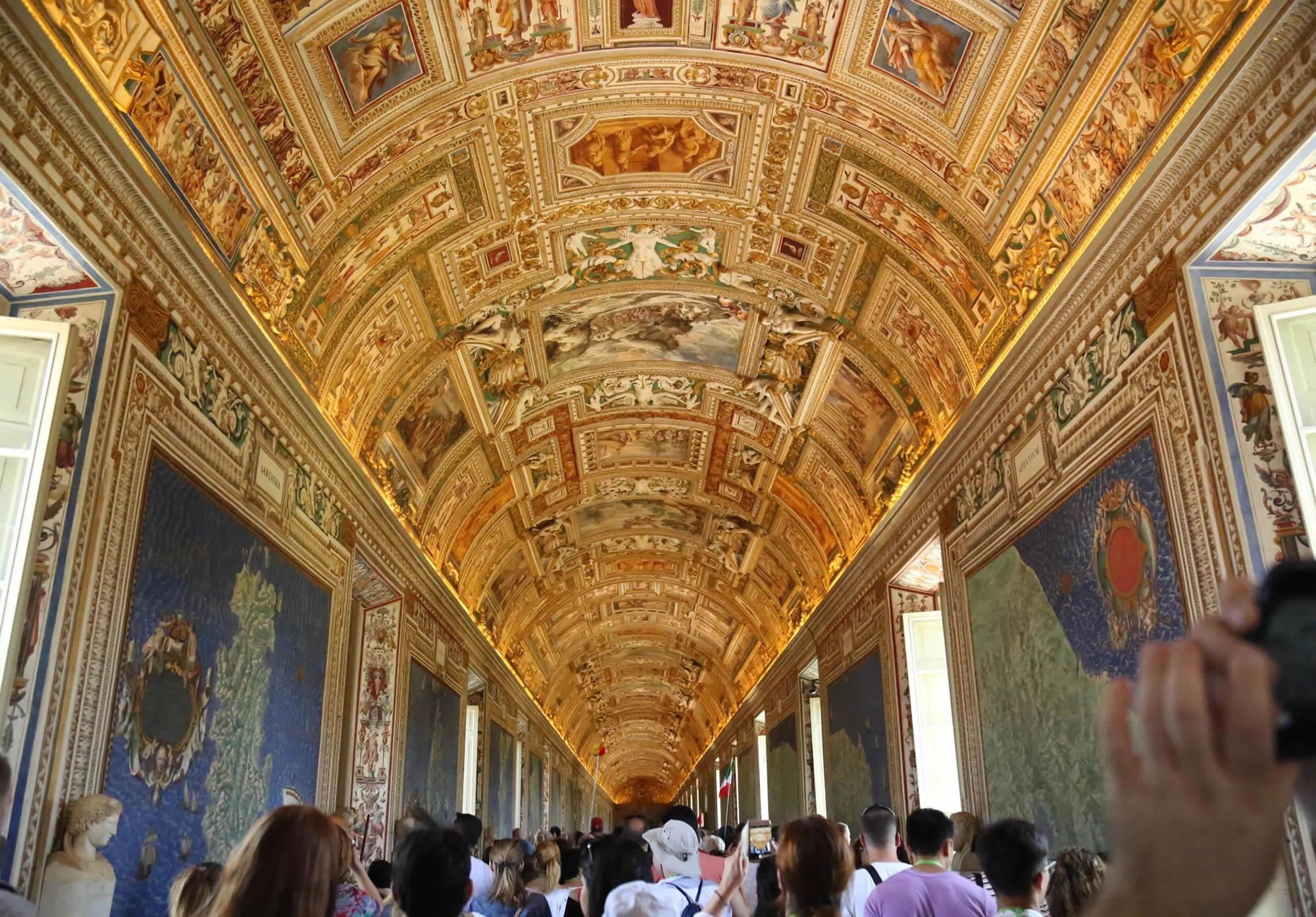 La Galería de los Mapas Geográficos en los Museos Vaticanos en Roma