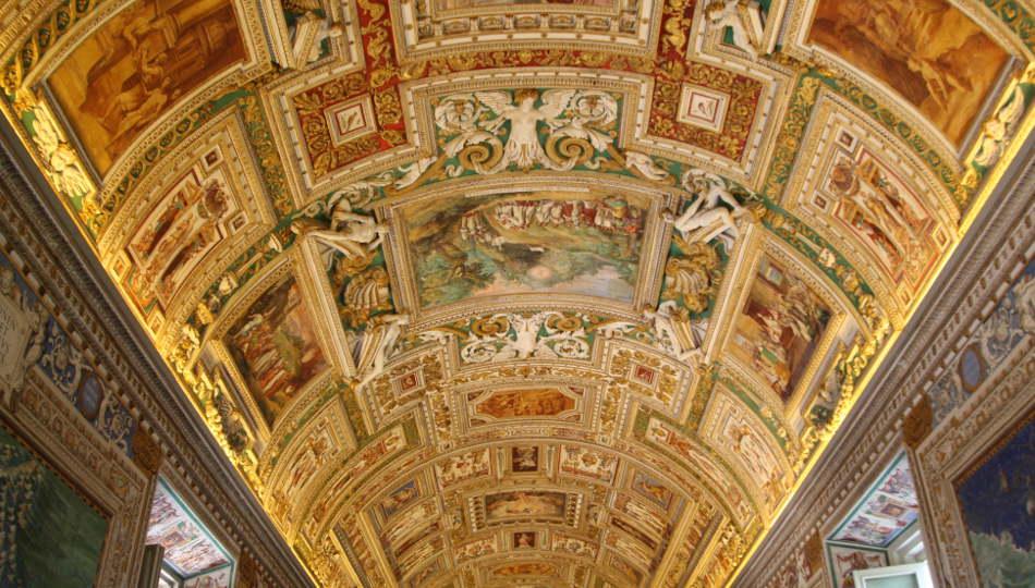 Dentro de los Museos Vaticanos en Roma