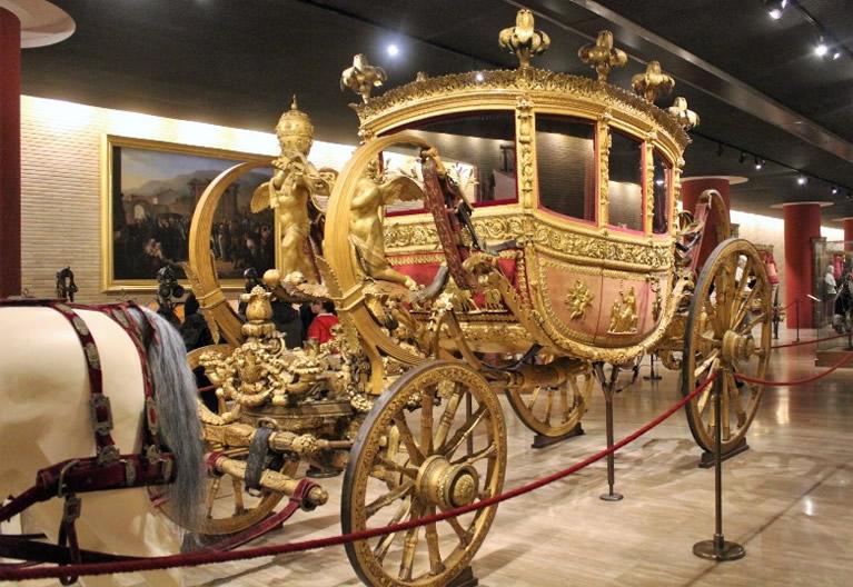 El Pabellón de las Carrozas en los Museos Vaticanos en Roma